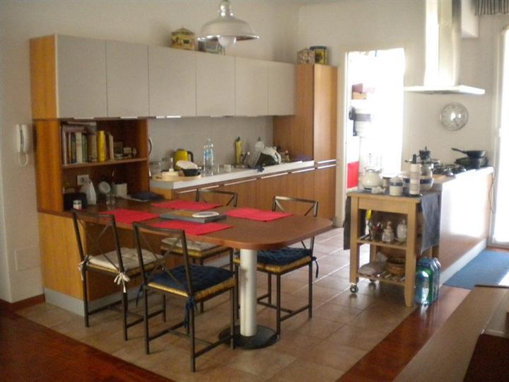 Appartamento in vendita a Milano, 8 locali, zona Località: AMENDOLA, prezzo € 660.000 | Cambiocasa.it