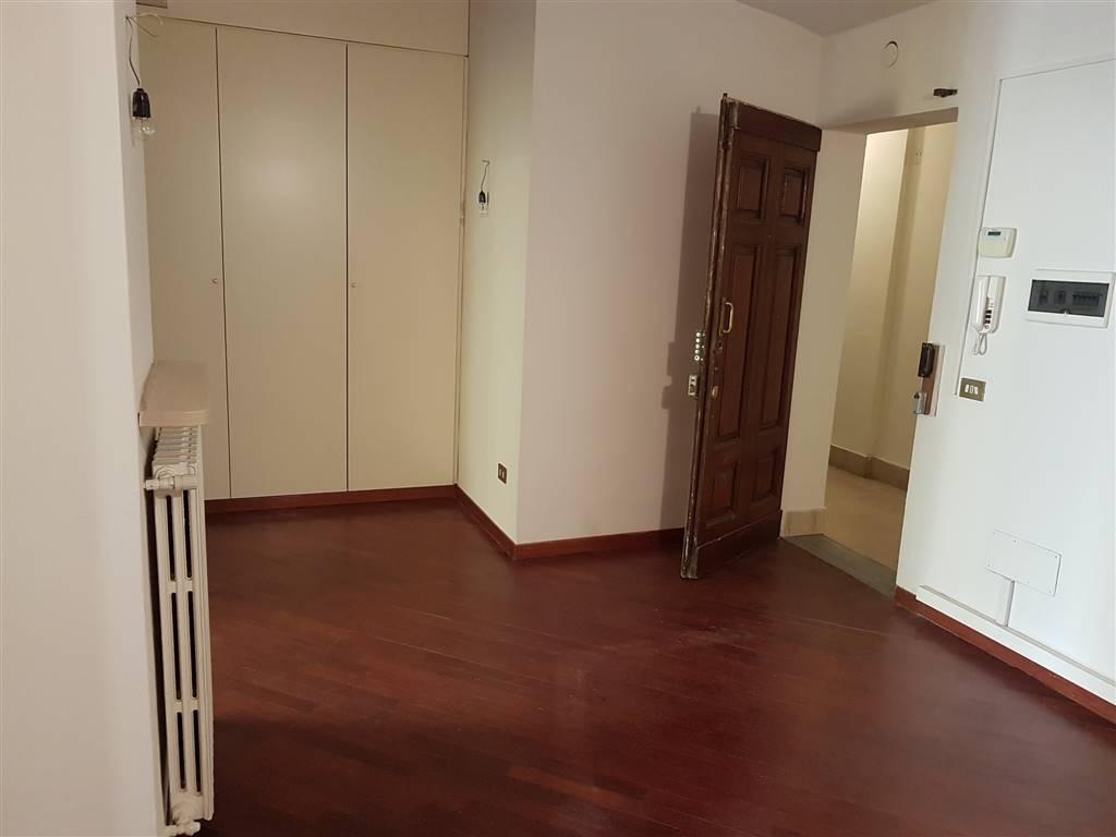 DUOMO, FIRENZE, Appartamento in affitto di 40 Mq, Ristrutturato, Riscaldamento Autonomo, posto al piano 2°, composto da:  3 Vani, 1 Bagno, Ascensore,