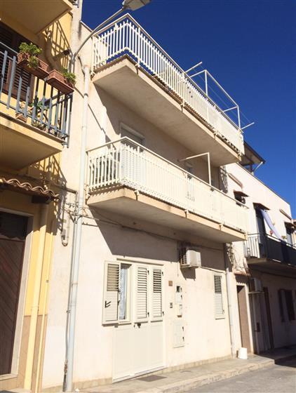 Palazzo / Stabile in vendita a Balestrate, 5 locali, zona Località: BALESTRATE, prezzo € 145.000 | Cambio Casa.it