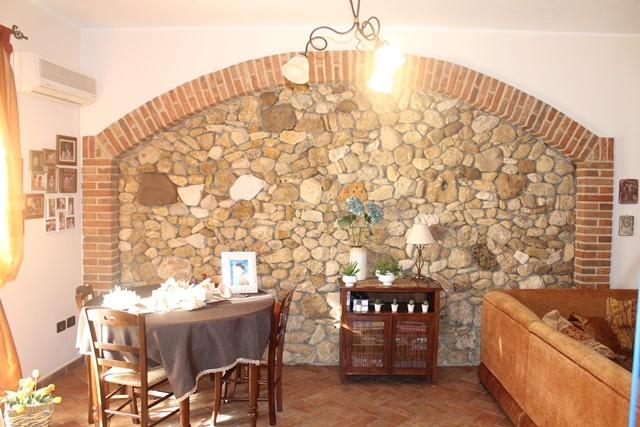 Palazzo / Stabile in vendita a Balestrate, 8 locali, prezzo € 380.000 | CambioCasa.it
