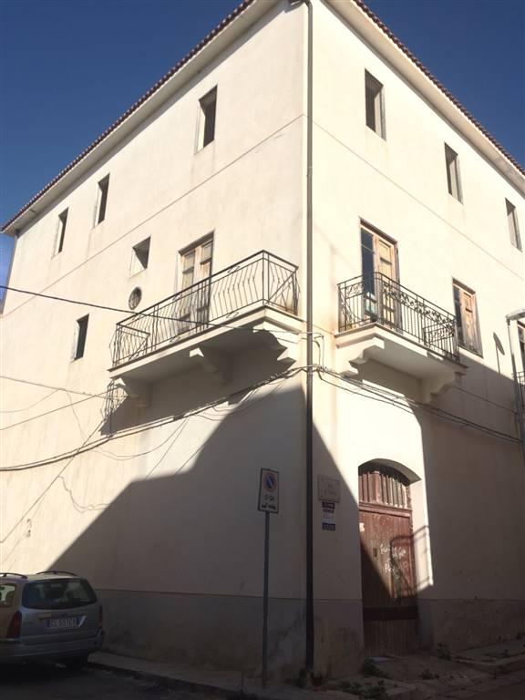 Palazzo / Stabile in vendita a Balestrate, 15 locali, prezzo € 250.000 | Cambio Casa.it