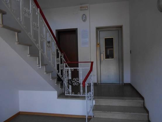 Appartamento in affitto a Capannori, 5 locali, zona Zona: Lunata, prezzo € 600 | Cambio Casa.it