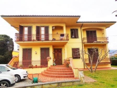 Villa in vendita a Lucca, 16 locali, zona Zona: Picciorana, prezzo € 700.000 | Cambio Casa.it
