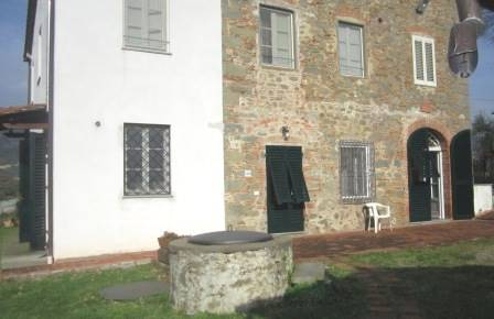 Rustico / Casale in affitto a Capannori, 9 locali, zona Zona: Gragnano, prezzo € 650 | Cambio Casa.it