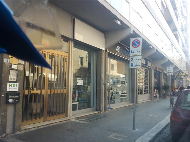 Negozio / Locale in affitto a Latina, 9999 locali, zona Zona: Centro storico, prezzo € 650 | CambioCasa.it