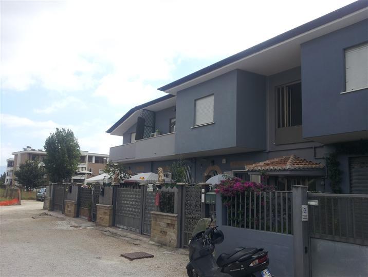 Appartamento in affitto a Latina, 4 locali, zona Località: GIONCHETTO, prezzo € 500 | CambioCasa.it