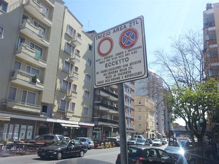 Negozio / Locale in affitto a Latina, 9999 locali, zona Zona: Centro storico, prezzo € 2.800 | CambioCasa.it