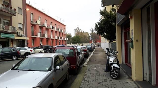 Negozio / Locale in affitto a Latina, 9999 locali, zona Località: CENTRALE, prezzo € 1.800 | CambioCasa.it