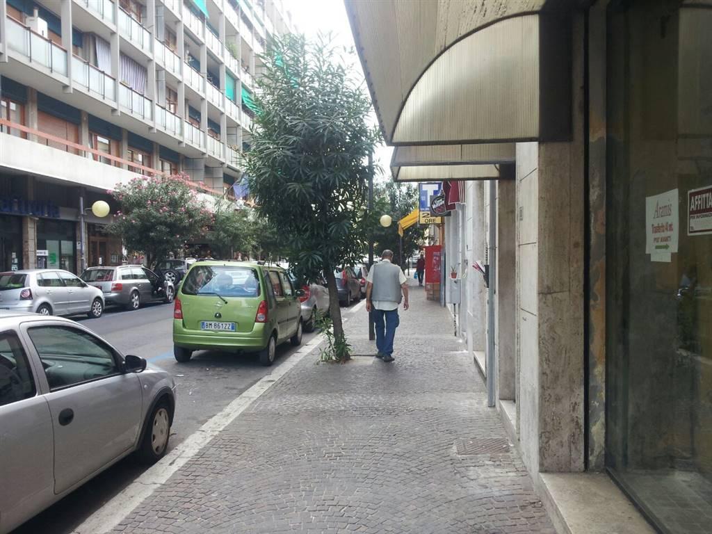 Negozio / Locale in vendita a Latina, 9999 locali, zona Zona: Centro storico, prezzo € 190.000   CambioCasa.it