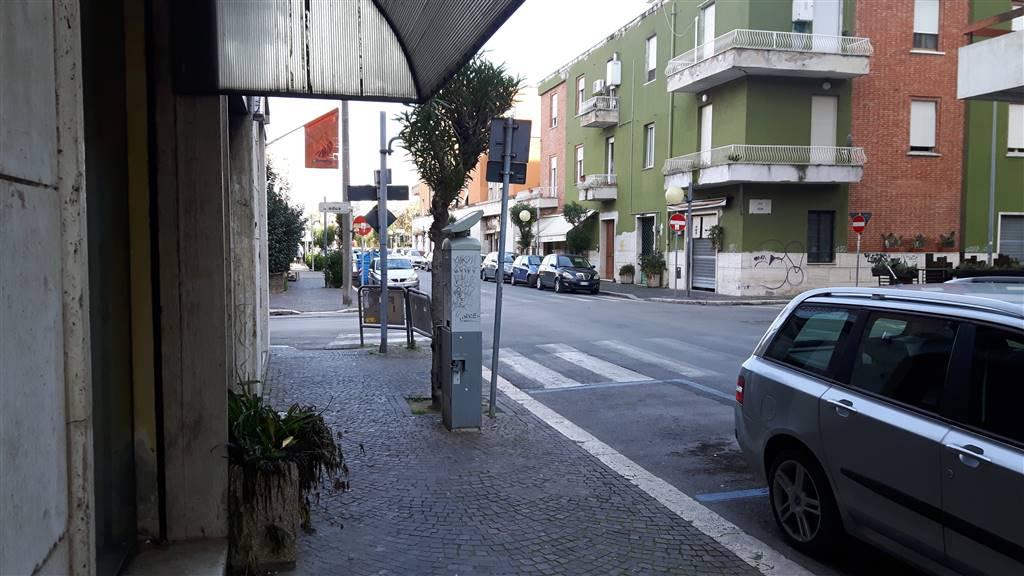 Negozio / Locale in affitto a Latina, 9999 locali, zona Zona: Centro storico, prezzo € 1.000 | CambioCasa.it