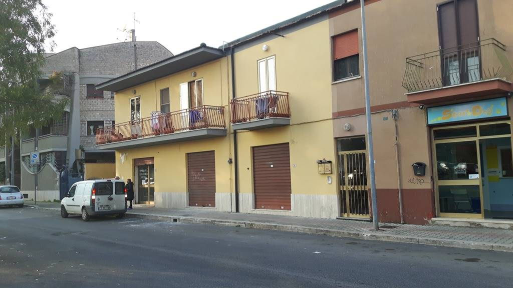 Negozio / Locale in affitto a Latina, 1 locali, zona Località: CENTRALE, prezzo € 600   CambioCasa.it