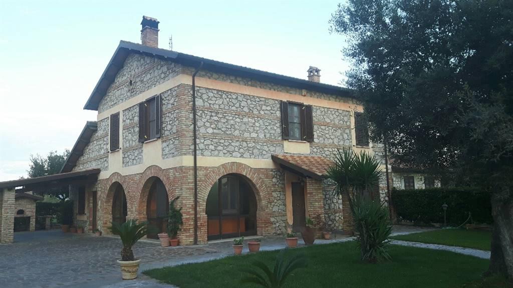 Rustico / Casale in vendita a Latina, 9 locali, zona Zona: Tor Tre Ponti, prezzo € 450.000 | CambioCasa.it
