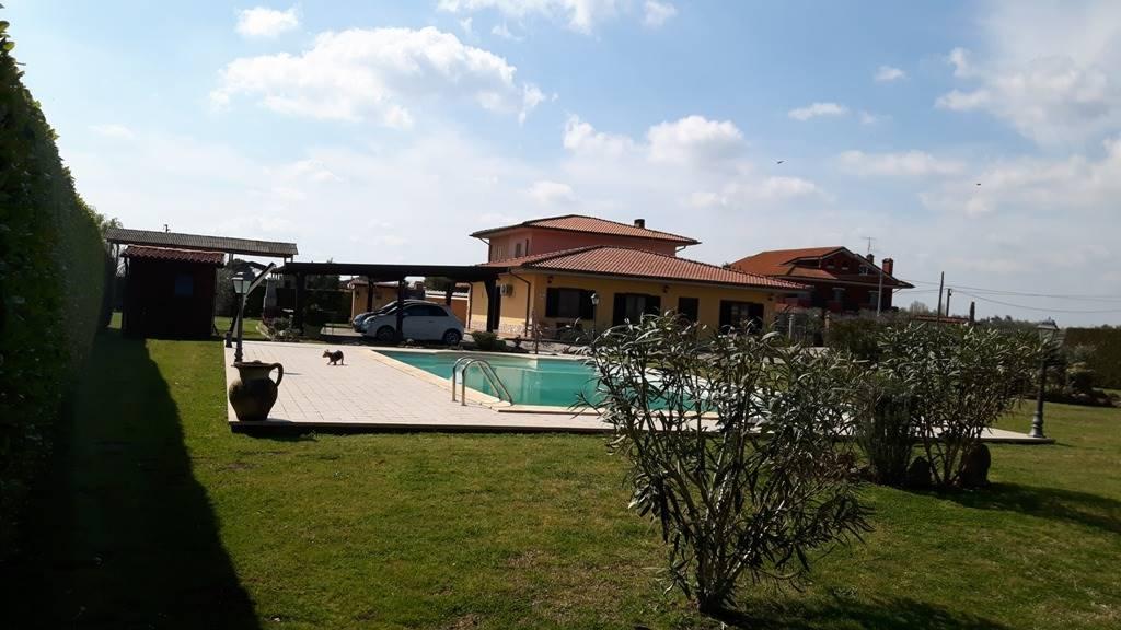 Villa a Schiera in vendita a Cisterna di Latina, 7 locali, zona Zona: Doganella di Ninfa, prezzo € 260.000 | CambioCasa.it