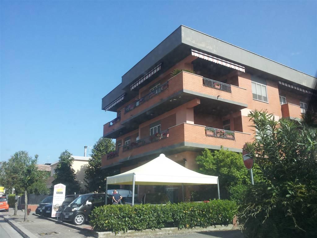 Negozio / Locale in affitto a Latina, 9999 locali, zona Località: PANTANACCIO, prezzo € 1.000 | CambioCasa.it