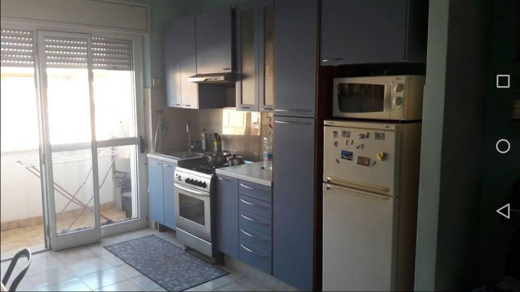 Appartamento in affitto a Latina, 3 locali, zona Località: TRIBUNALE, prezzo € 500   Cambio Casa.it