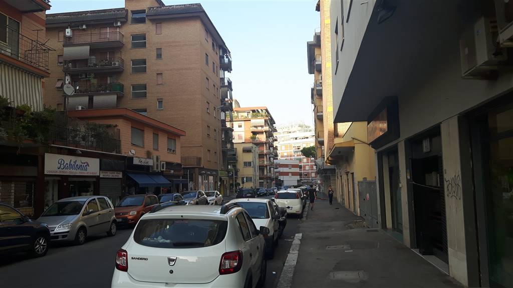 Negozio / Locale in affitto a Latina, 1 locali, zona Località: TRIBUNALE, prezzo € 400 | CambioCasa.it