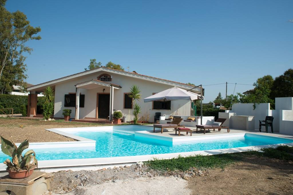 Villa in affitto a Latina, 9 locali, zona Località: TORRE LA FELCE, prezzo € 1.300 | CambioCasa.it