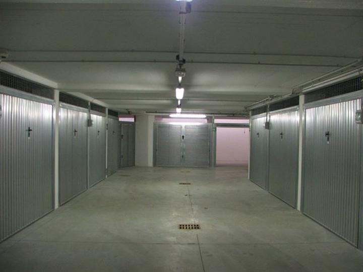 Garage posto auto in vendita a cuneo zona centro storico for Garage auto menton