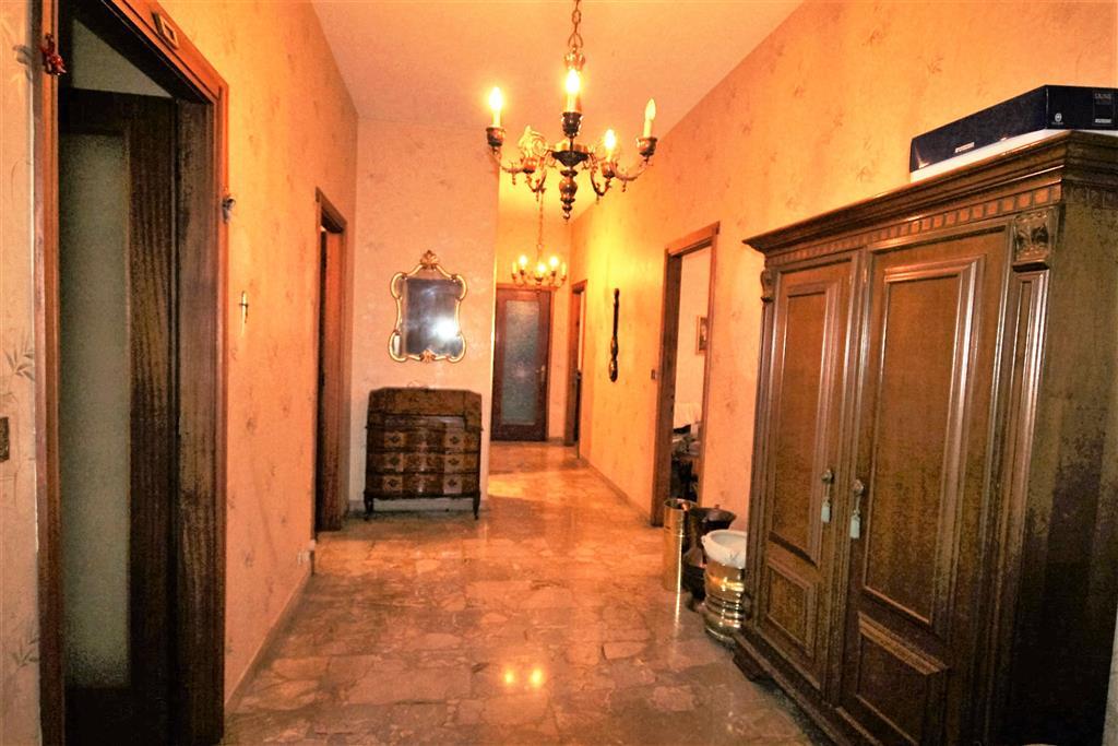 Appartamento in vendita a Cuneo, 5 locali, zona Zona: Centro città , prezzo € 275.000   Cambio Casa.it