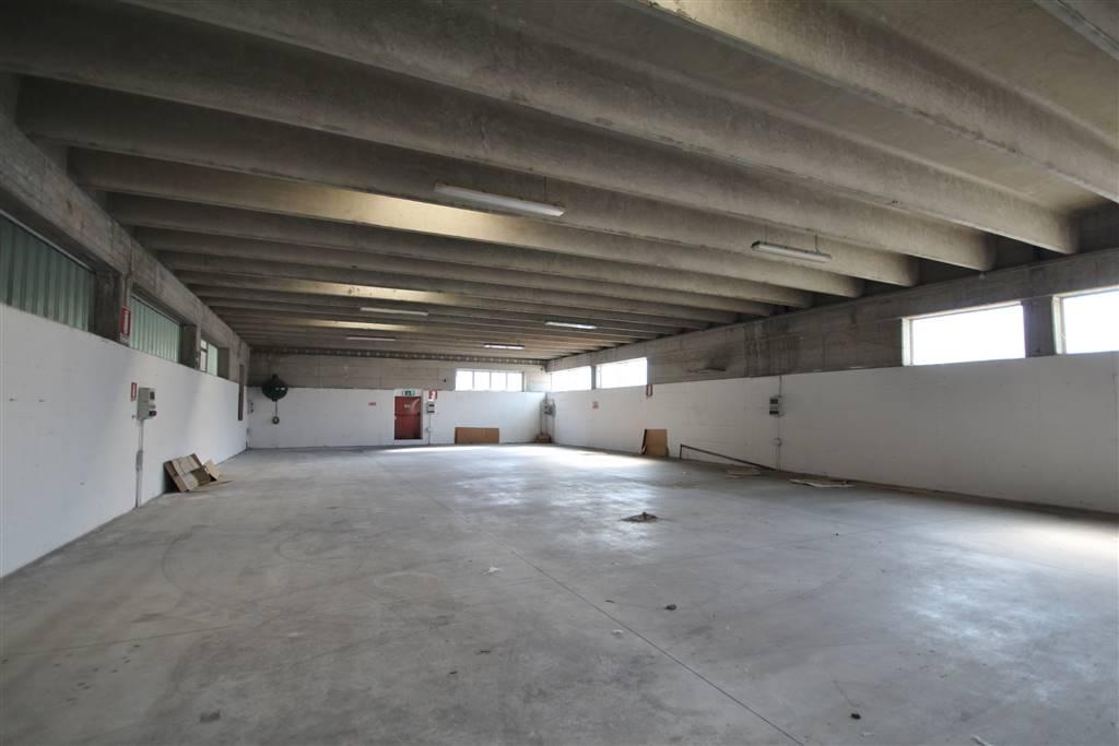 magazzino-deposito  in Affitto a Cuneo