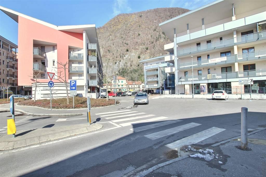 garage-Box-posto auto  in Vendita a Laveno-mombello