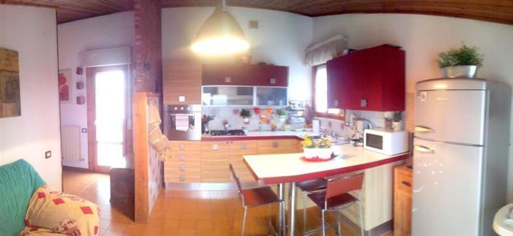 Appartamento in vendita a Suvereto, 3 locali, prezzo € 195.000 | CambioCasa.it