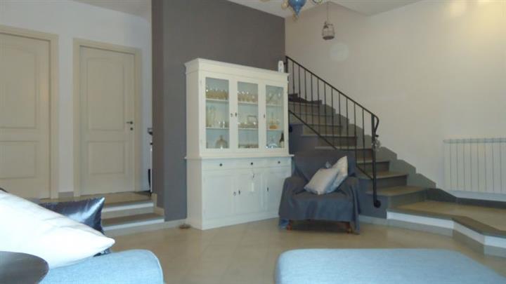 Appartamento in vendita a Campiglia Marittima, 5 locali, zona Zona: Venturina, prezzo € 295.000 | Cambio Casa.it
