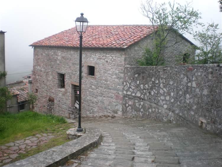 Appartamento in vendita a Montieri, 8 locali, zona Zona: Gerfalco, prezzo € 90.000 | Cambio Casa.it