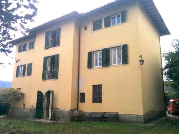 Villa in vendita a Montevarchi, 14 locali, zona Località: MERCATALE VALDARNO, prezzo € 350.000 | CambioCasa.it