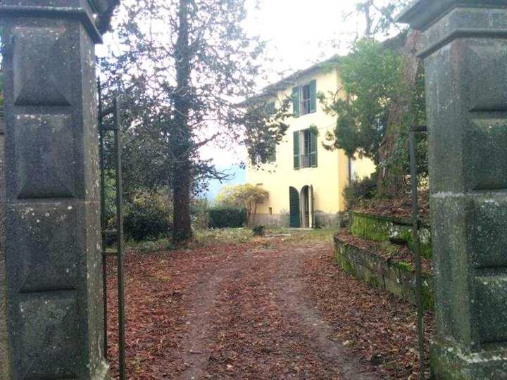 Villa in vendita a Montevarchi, 14 locali, prezzo € 420.000 | Cambio Casa.it