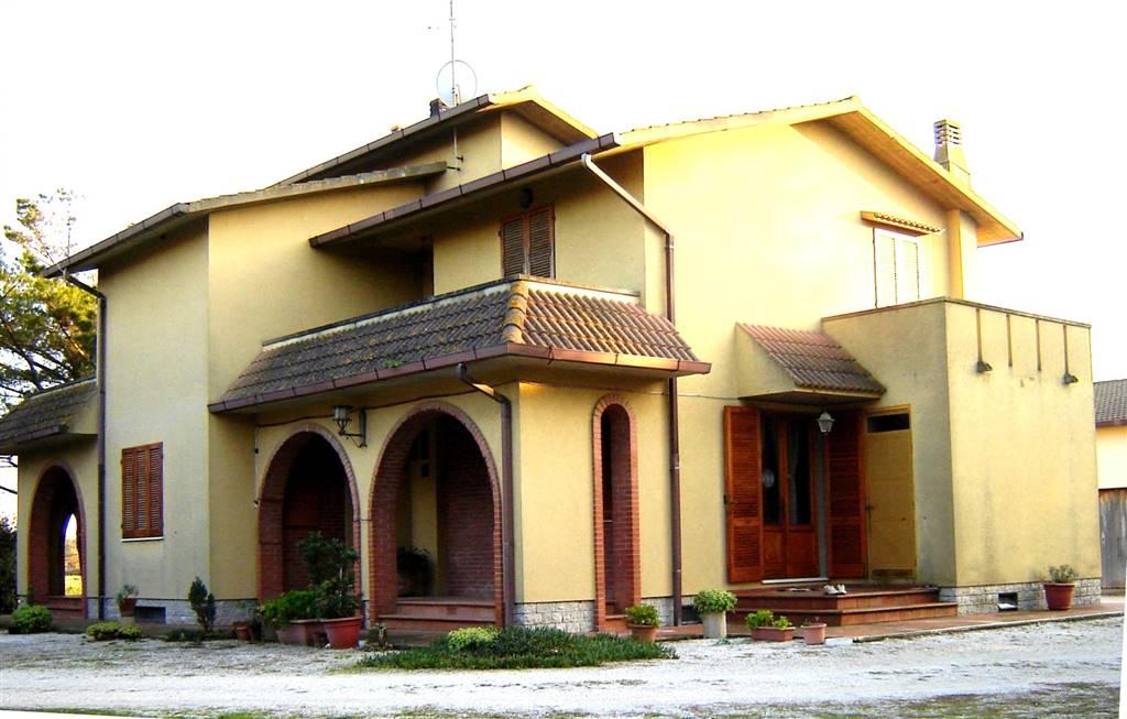 Rustico / Casale in vendita a Piombino, 7 locali, zona Zona: Riotorto, prezzo € 650.000 | CambioCasa.it