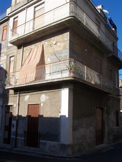 Appartamento in vendita a Lentini, 8 locali, zona Località: QUATTARARI, prezzo € 120.000 | Cambio Casa.it