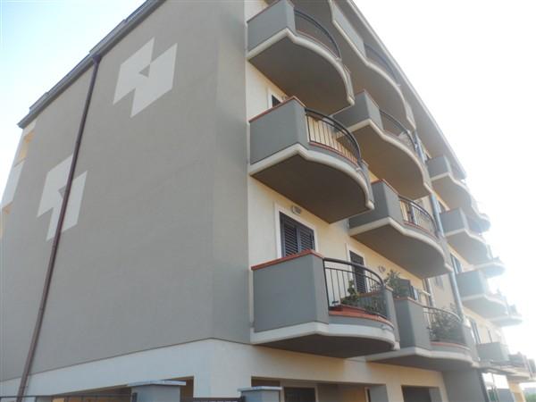 Ufficio / Studio in affitto a Carlentini, 6 locali, zona Località: SANTUZZI, Trattative riservate | Cambio Casa.it