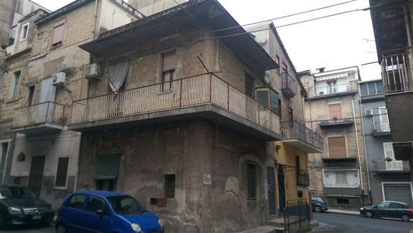Soluzione Indipendente in vendita a Lentini, 6 locali, zona Località: CENTRO, Trattative riservate | Cambio Casa.it