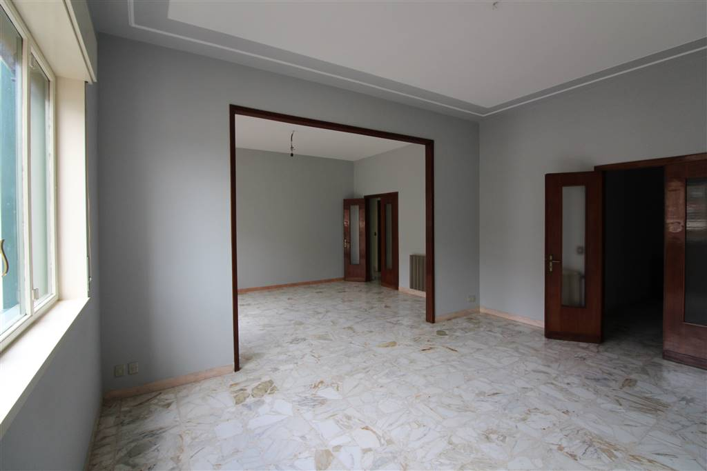 Appartamento in affitto a Lentini, 4 locali, zona Località: CENTRO, prezzo € 400 | CambioCasa.it
