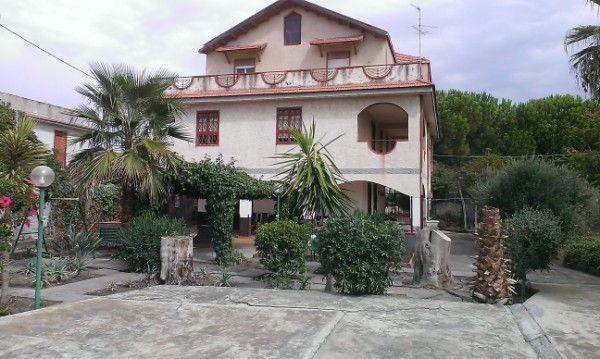 Villa in vendita a Catania, 12 locali, zona Località: C/DA VACCARIZZO, prezzo € 310.000 | Cambio Casa.it
