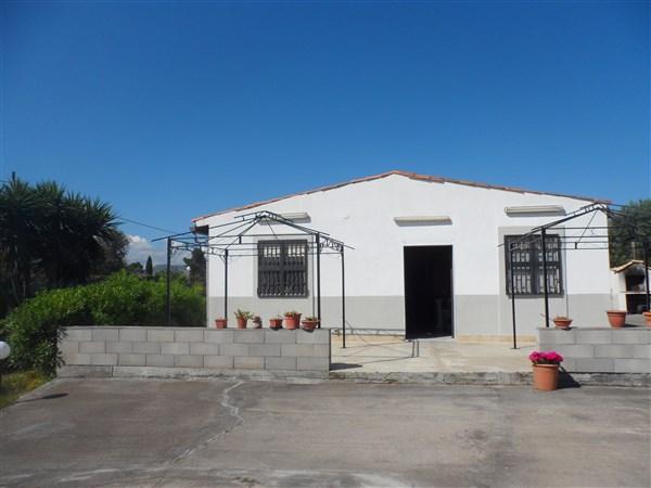 Villa in vendita a Carlentini, 5 locali, prezzo € 75.000 | Cambio Casa.it