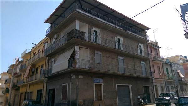 Soluzione Indipendente in vendita a Lentini, 10 locali, zona Località: CAMPO SPORTIVO, Trattative riservate | Cambio Casa.it