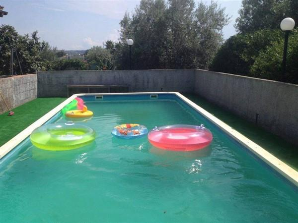 Villa in vendita a Carlentini, 5 locali, prezzo € 95.000 | Cambio Casa.it