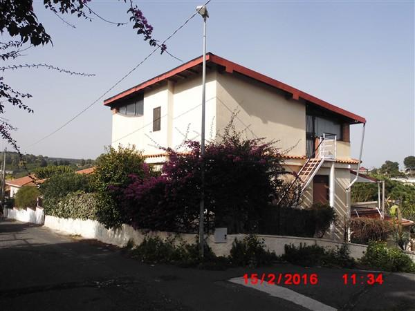Villa in Affitto a Augusta