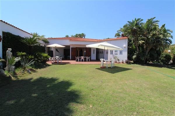 Villa in affitto a Augusta, 5 locali, zona Località: VILLAGGIO GISIRA, prezzo € 1.000 | CambioCasa.it
