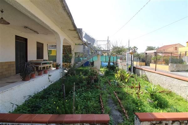 Villa in vendita a Augusta, 5 locali, zona Località: VILLAGGIO MARINA, prezzo € 55.000 | CambioCasa.it