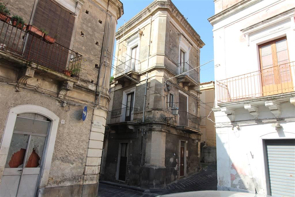 Soluzione Indipendente in vendita a Lentini, 6 locali, zona Località: P.ZZA DUOMO, prezzo € 45.000 | CambioCasa.it