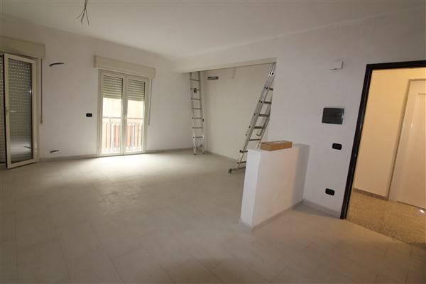 Appartamento in vendita a Lentini, 6 locali, zona Località: CENTRO, prezzo € 210.000 | Cambio Casa.it
