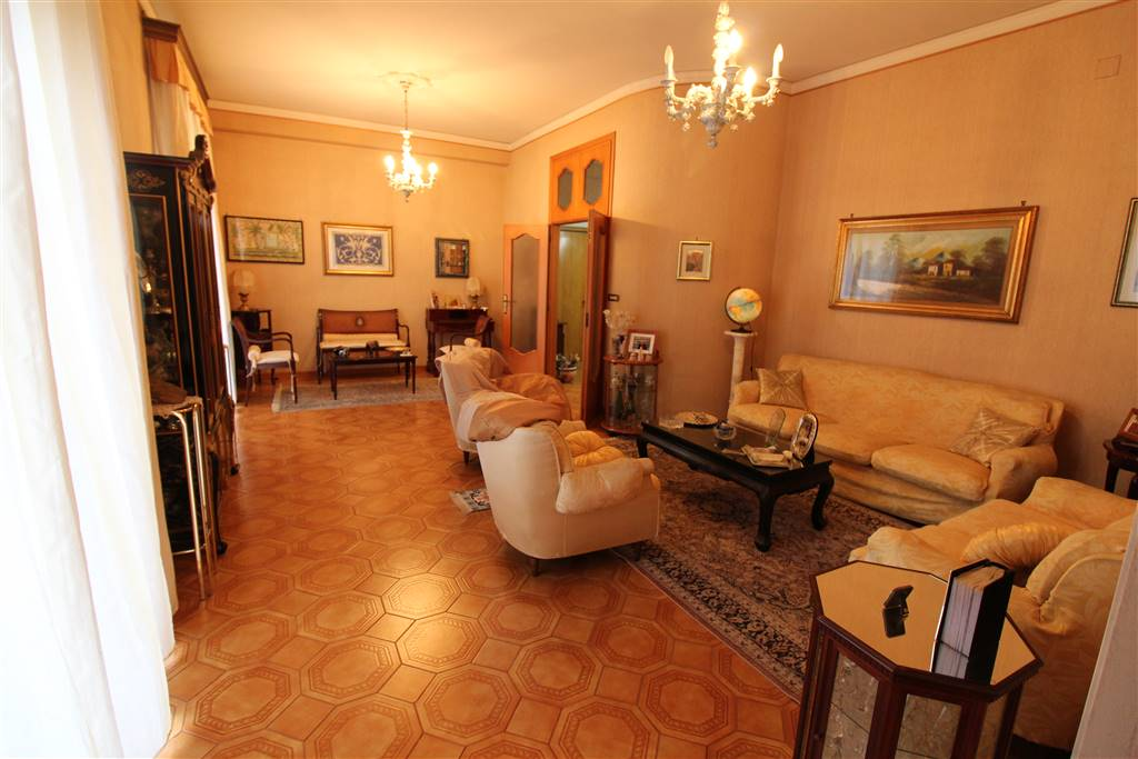 Appartamento in vendita a Lentini, 7 locali, zona Località: STAZIONE, Trattative riservate | Cambio Casa.it