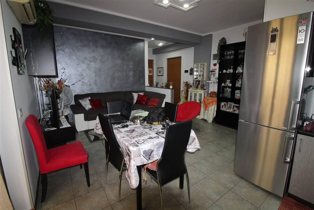 Appartamento in vendita a Lentini, 4 locali, zona Località: CENTRO, prezzo € 80.000 | Cambio Casa.it