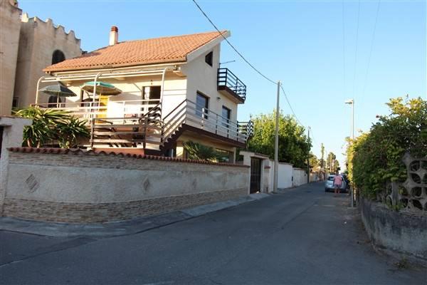Villa in vendita a Augusta, 8 locali, zona Località: VILLAGGIO SABBIONE, prezzo € 140.000 | CambioCasa.it