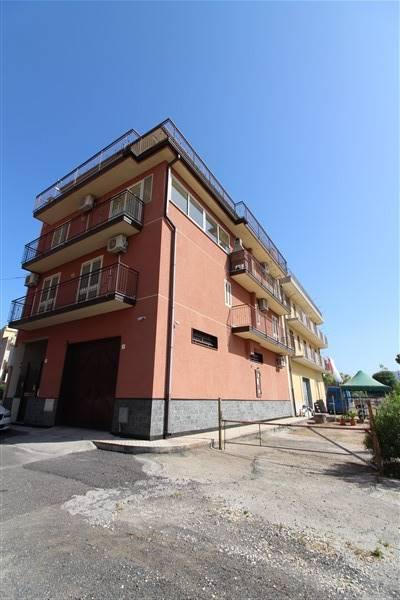 Soluzione Indipendente in vendita a Lentini, 9 locali, zona Località: CARRUBBAZZA, prezzo € 440.000 | CambioCasa.it