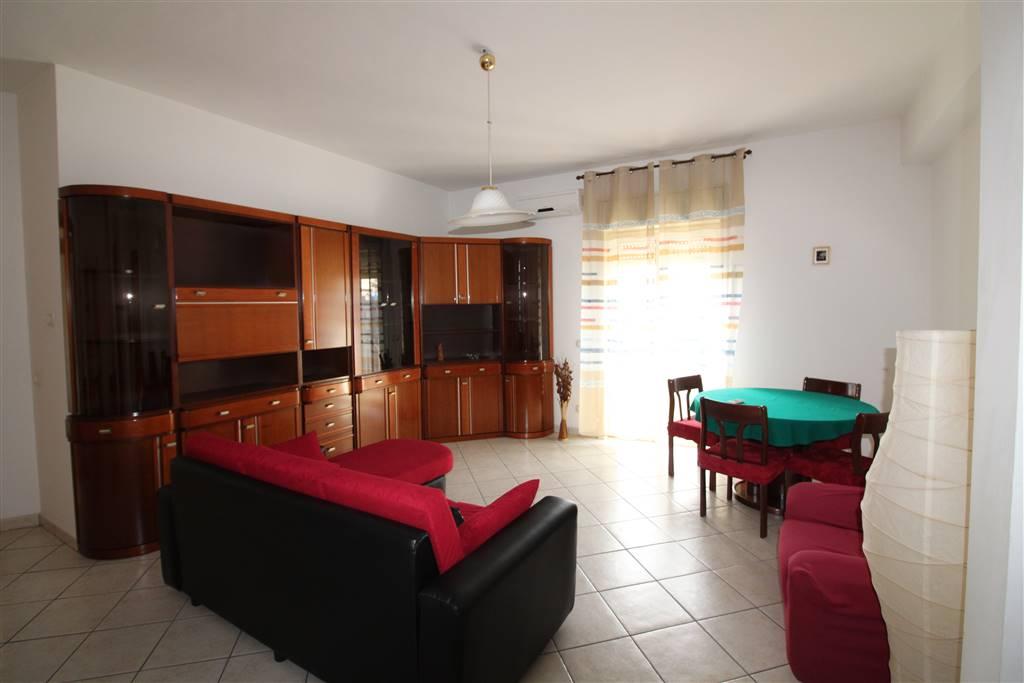 Appartamento in affitto a Lentini, 2 locali, zona Località: P.ZZA DEL POPOLO, prezzo € 350 | CambioCasa.it
