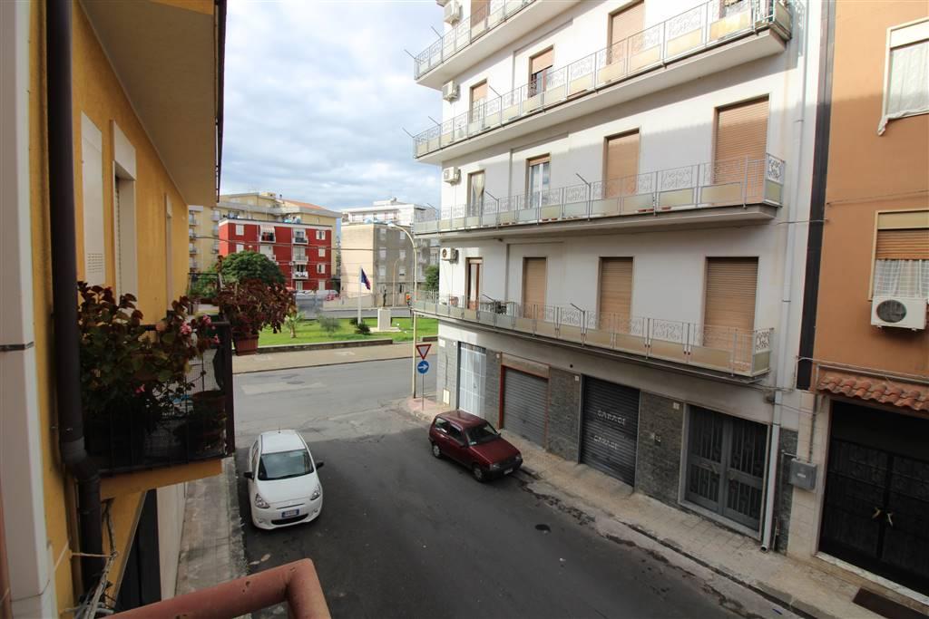 Appartamento in affitto a Lentini, 4 locali, zona Località: P.ZZA DEL POPOLO, prezzo € 400 | CambioCasa.it